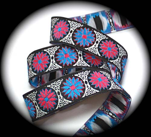 "DAISY DOT FLOWER9 - 1"" WHITE/BL/H.PINK/B. BLUE (3 YDS)"