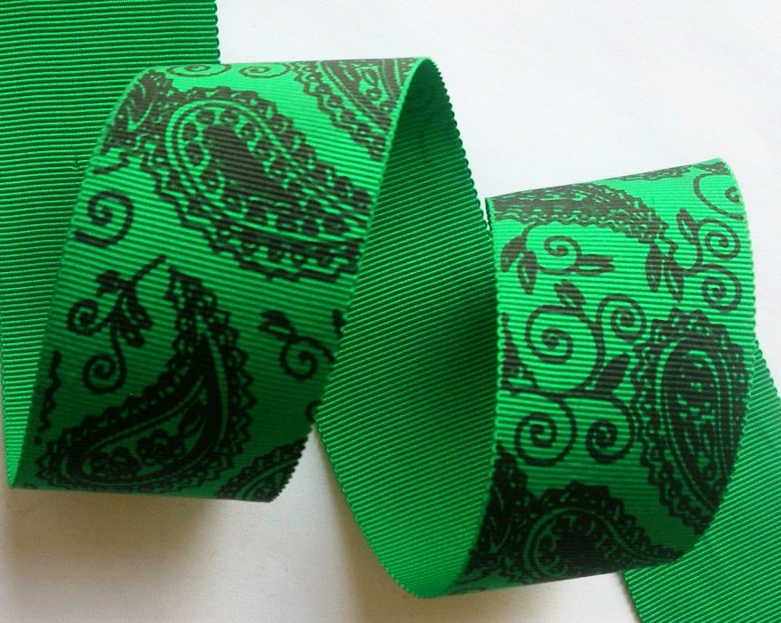 "112ac185 1 1/2"" (3 YDS) Green/Soft Black Paisley-Old"