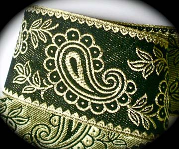 "METALLIC111 2 3/8"" (per yd) Black and Gold Paisley"